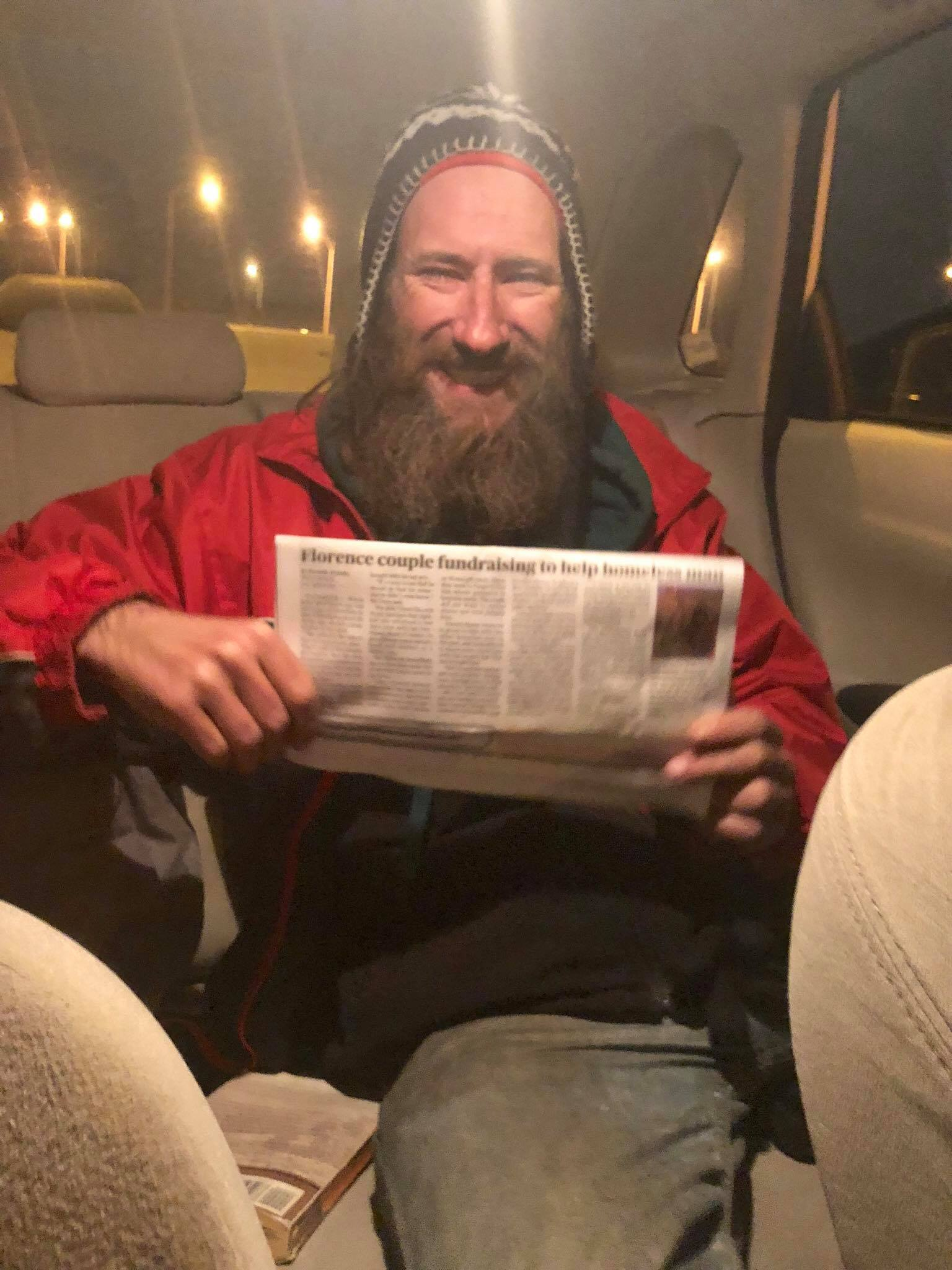 Otobandaki evsiz adam ve genç kadın - YemekEv.com